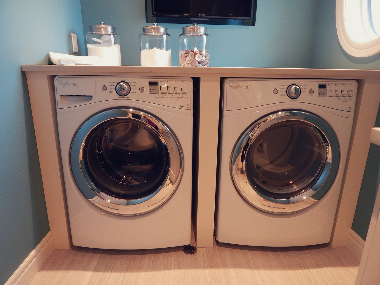 declutter your bathroom laundry room 8 things to go. Black Bedroom Furniture Sets. Home Design Ideas