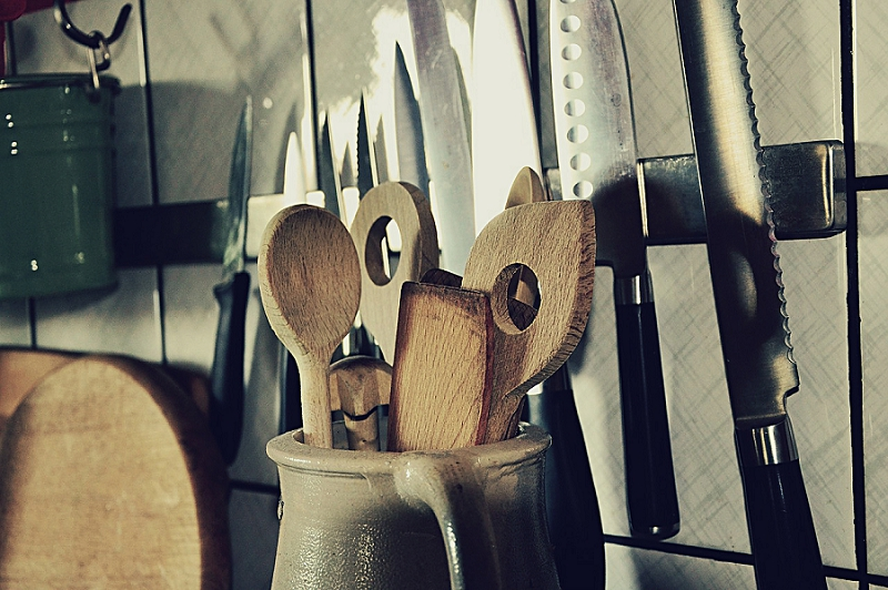 16+ Things to Get Rid of to Reduce Kitchen Clutter - get rid of knives etc