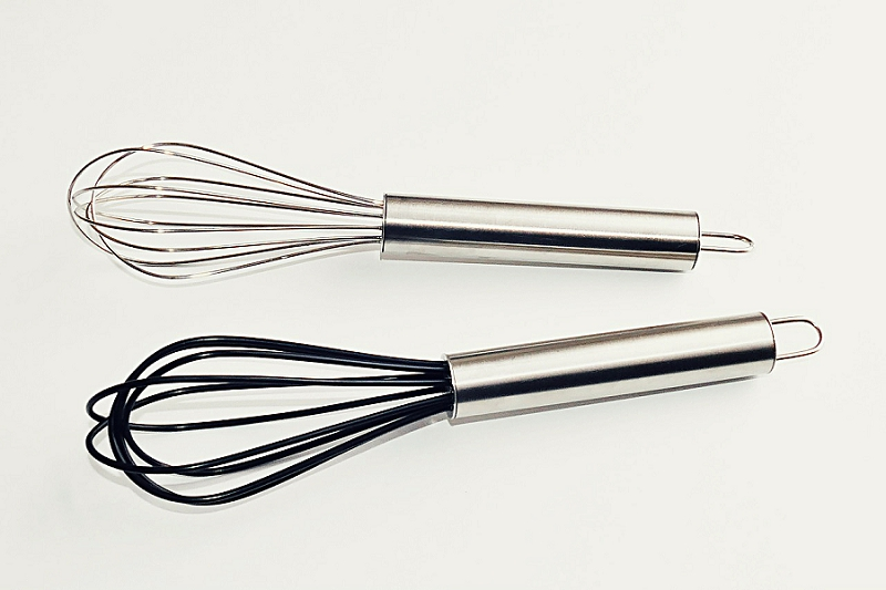 16+ Things to Get Rid of to Reduce Kitchen Clutter - get rid of whisks
